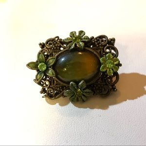 CABOCHON QUARTZ COLLAR PIN / BROOCH